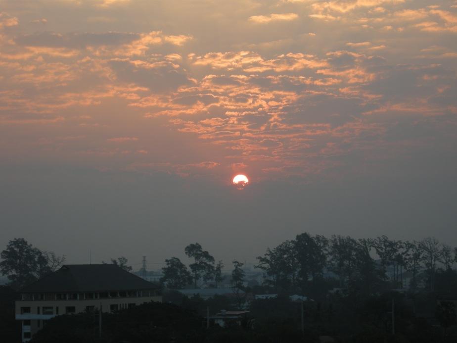 Lever de soleil au Galae Thong Tower le 2 février 2011
