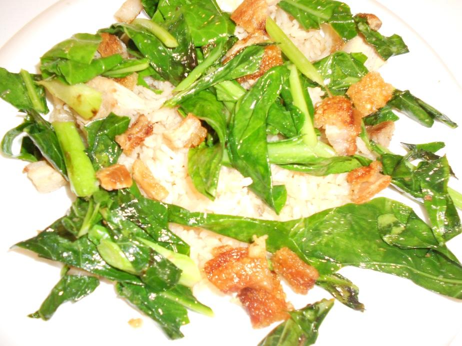 Porc croustillant et kale sur riz
