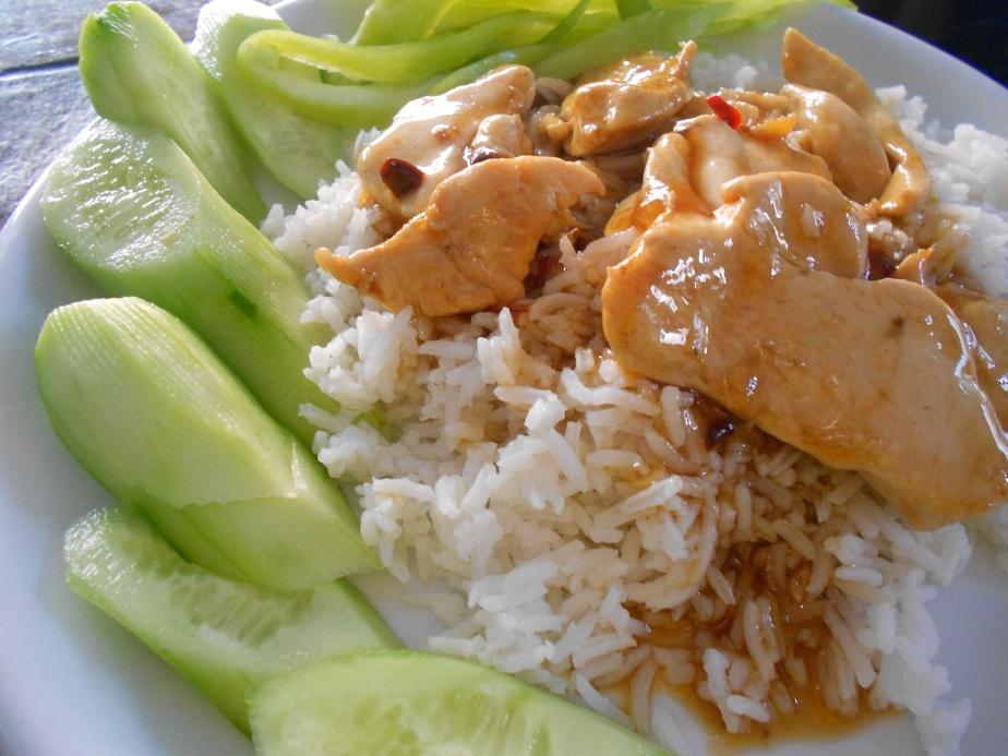 Riz avec poulet et sauce béchamel ช้าวหน้าไก่