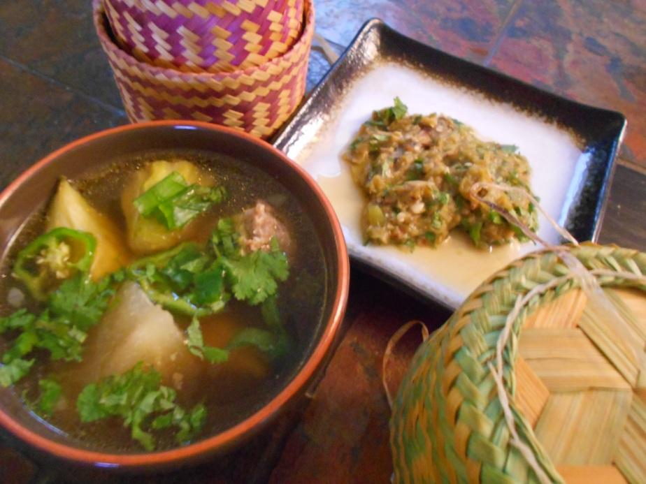 Soupe aux concombres farcis แกงแตงกวา
